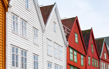 伝統的なノルウェー木造住宅、ベルゲンのブリッゲン、ノルウェー 写真素材