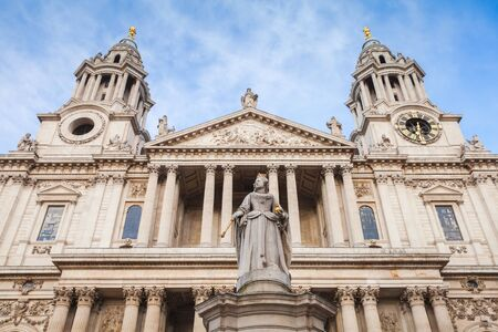 Statue of Queen Anne at St Pauls Churchyard, London, United Kingdom 写真素材