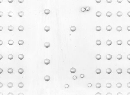 White metal wall with rivets and bolts, seamless industrial background texture 스톡 콘텐츠
