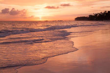 Bright sunrise over Atlantic Ocean. Bavaro beach. Dominican Republic, coastal landscape Imagens