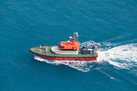 Pilot boat is in the way. Persian Gulf, Jeddah port, Saudi Arabia Standard-Bild