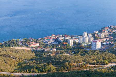 Foros, coastal landscape with Black Sea and urban-type settlement in the Yalta Municipality, Crimea Foto de archivo