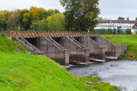 Wooden lock of Tikhvinka river. Part of Tikhvinskaya water system 免版税图像