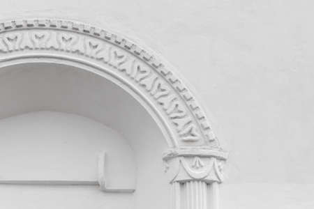 Architectural background with an arch in a white wall. Ancient Russian temple facade decoration 版權商用圖片
