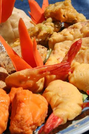 spicey: Gambero pakora, antipasto tipico indiano, croccanti gamberi. Servito con un piatto decorazione.