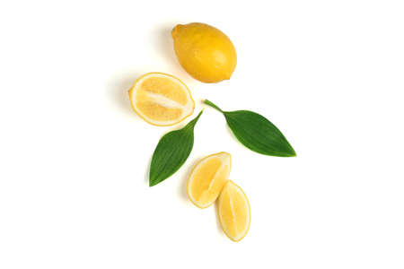 Ripe lemon with green leaves 免版税图像