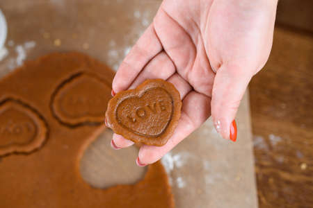 Fragrant gingerbread cookies with nuts. The process of baking gingerbread. herat, holidays. Stockfoto