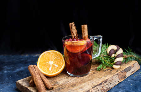 Hot Mulled Wine for winter and Christmas on wooden table with copy space. Red Hot wine Standard-Bild