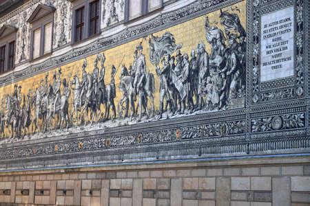 The Fürstenzug - the Saxon sovereigns depicted in Meissen porcelain. Dresden, Saxony, Germany, Europe. Standard-Bild