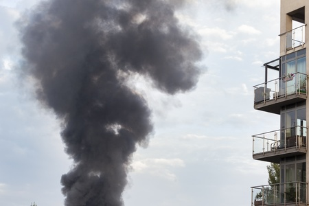 Pollution made by fire of dangerous materials near apartments