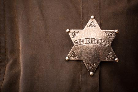 Close up de l'insigne shérif lors de son plumeau manteau Banque d'images - 37563365