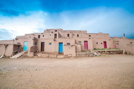 Adobe settlement – consisting of dwellings and ceremonial buildings – represents the culture of the Pueblo Indians of Arizona and New Mexico. Reklamní fotografie - 41589455