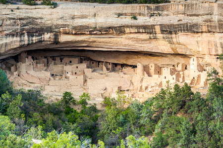 adobe pueblo: Cliff dwellings in Mesa Verde National Parks, Colorado, USA