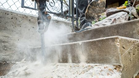 presslufthammer: Presslufthammer arbeiten auf der Baustelle. Lizenzfreie Bilder