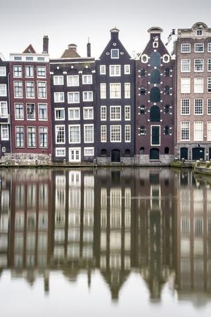 reflexion: Casas con encanto y su reflexión en el canal de Amsterdam, Países Bajos