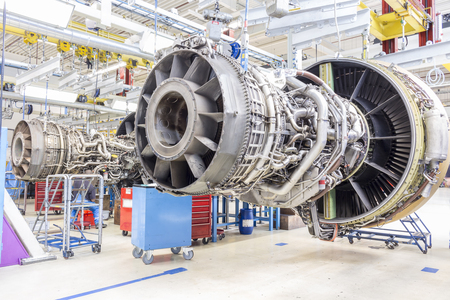 メンテナンス中に飛行機のエンジンのクローズ アップ 写真素材