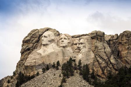 thomas stone: Mount Rushmore National Memorial Park in South Dakota, USA. Sculptures of former U.S. presidents; George Washington, Thomas Jefferson, Theodore Roosevelt and Abraham Lincoln. Stock Photo
