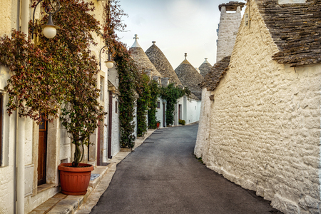 Traditional trulli houses in Arbelobello, Puglia, Italy, Europe Stok Fotoğraf - 77882607