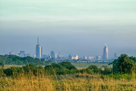 De horizon van Nairobi uit naburig nationaal park, hoofdstad van Kenia wordt genomen dat Stockfoto