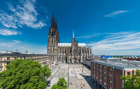 Cologne Cityscape with Cathedral and Roncalliplatz Imagens - 92692322