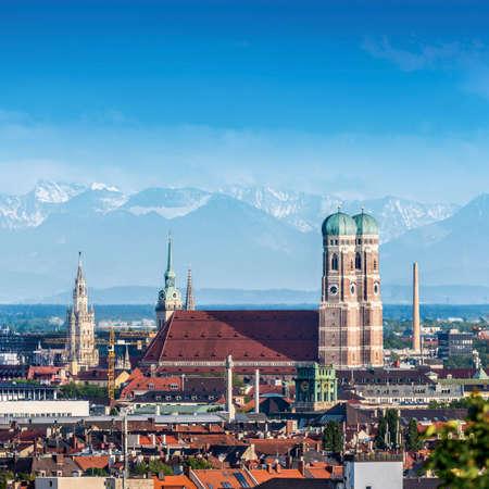 Panorama dos Alpes de Munique Foto de archivo - 92791972