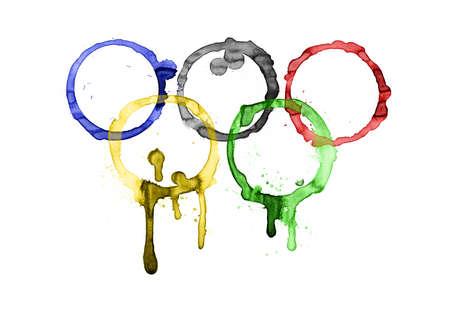 deportes olimpicos: Anillo de caf�. Anillos ol�mpicos. Anillo de caf� real. Fondo blanco. Editorial