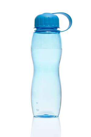 botella de plastico: Botella de agua aislado en blanco Foto de archivo