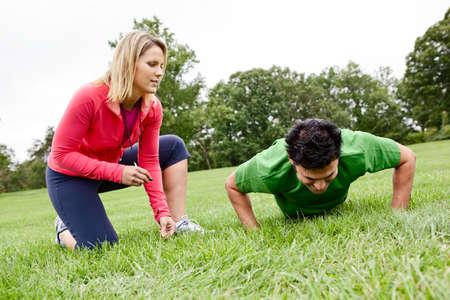 Atleet met fitness-coach Stockfoto - 13237309
