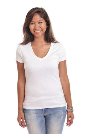 빈 흰색 티셔츠를 입고 아름 다운 젊은 아시아 여자