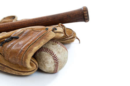 guante de beisbol: Béisbol de la vendimia, guante y palo aislados en blanco Foto de archivo