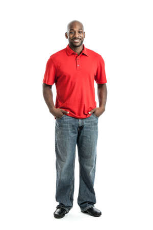 Volledige lengte portret van een knappe Afro-Amerikaanse man geïsoleerd op wit
