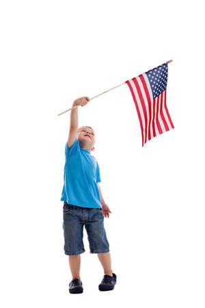 흰색에 고립 된 미국 국기를 흔들며 3 년 오래 된 소년
