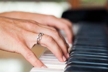 Handen pianospelen