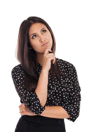 mujer reflexionando: Raza mixta hermosa empresaria mirando hacia arriba pensando aislado en blanco