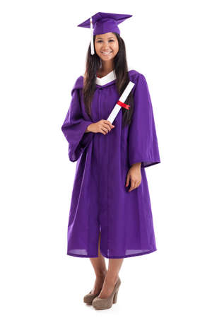 toga y birrete: Graduado de la universidad asi�tica hermosa con diploma aislados en blanco Foto de archivo
