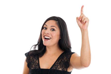 dedo indice: Hermosa mujer hispana con la idea que señala el dedo aislado en el fondo blanco