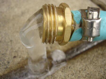 Brass Tip of Garden Hose with Frozen Water Zdjęcie Seryjne