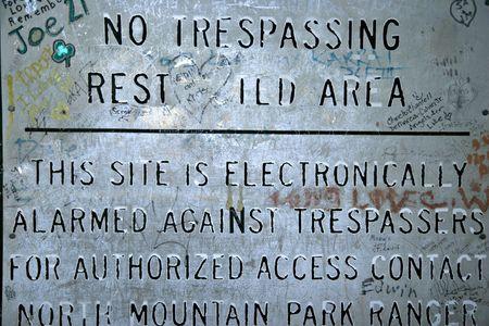 no trespassing: Registrarse Entrar ilegalmente''n''