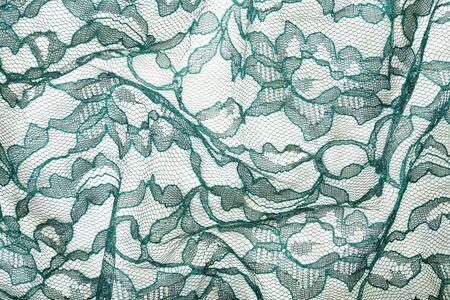 Groen gerimpeld kant op witte spandexachtergrond, macromening