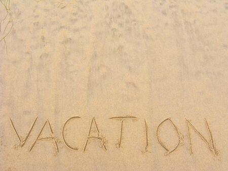 Word 휴가 젖은 해변 모래에 작성 된; Copyspace 스톡 콘텐츠
