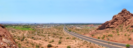 McDowell Road en Phoenix centro de Papago Park, Arizona photo