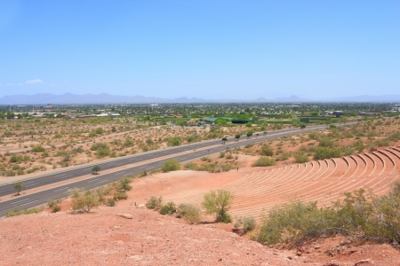 Scottsdale y McDowell Rd, visto desde Papago Park Amphitheater, Arizona photo
