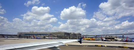 ave fenix: PHOENIX AZ 16 de mayo 2015: terminales ocupadas en Phoenix Sky Harbor International Aeropuerto Arizona.