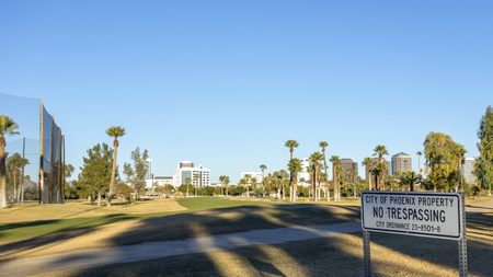 ortseingangsschild: PHOENIX, AZ - DECEMBER 25, 2013: City of Phoenix Property sign warning about access to restricted employee-only maintenance area of Encanto Park.