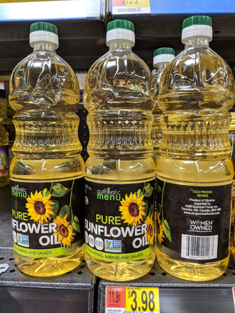 Phoenix, AZ, USA – MAY 28, 2018: Bottles of authentic Ukrainian sunflower oil distributed and sold in America Publikacyjne