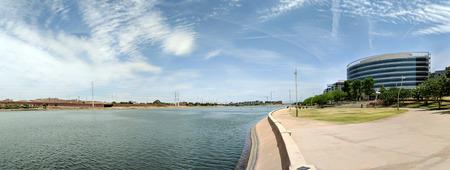 Tempe recreation favorite place for walking, running, boating and paddling at Sail River Lake, Tempe, AZ Publikacyjne