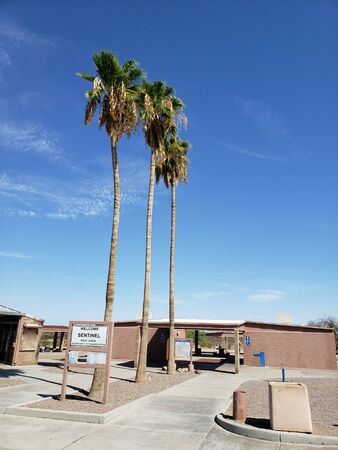 Arizona Interstate-8 Sentinel rest area in the desert Zdjęcie Seryjne - 131751048