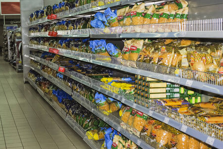 shoppingcarts: Spaghetti, pasta, vermicelli on shelves in supermarket Editorial