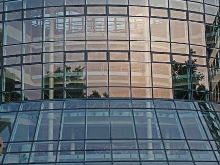 Lichtreflexe in einer Glasfassade, Köln
