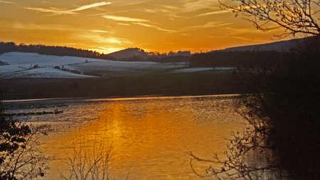 Winterlandschaft mit Sonnenuntergang am Abend